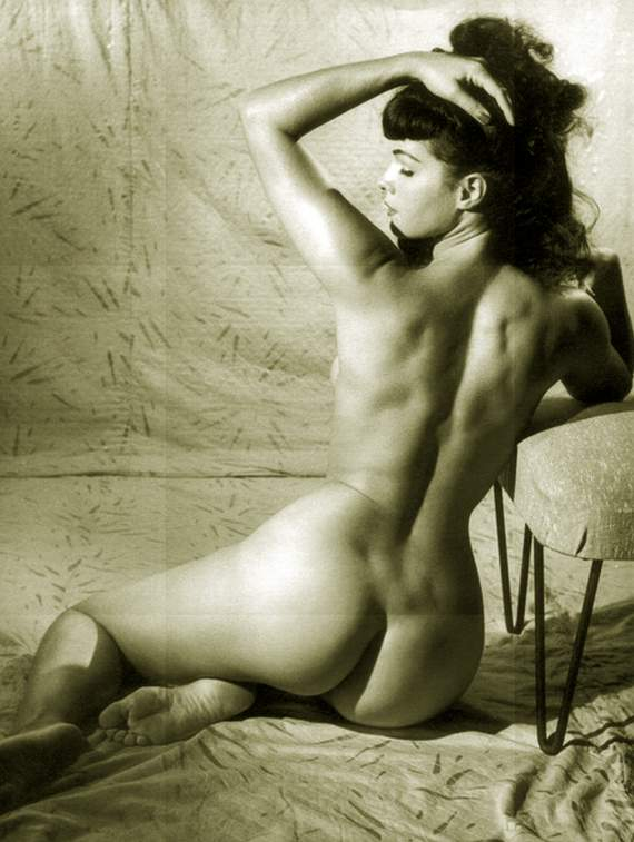 http://images5.fanpop.com/image/photos/31600000/Bettie-3-bettie-page-31615690-570-757.jpg