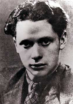 http://www.dylanthomasboathouse.com/images/dylan/youngdylan.jpg
