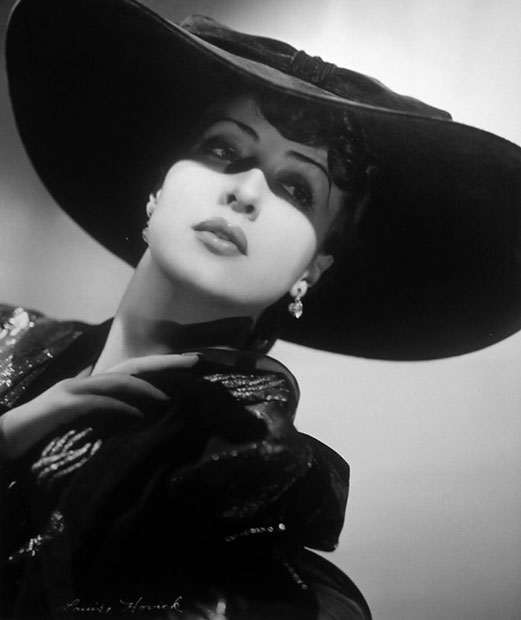 http://acertaincinema.com/wp-content/uploads/2010/08/gypsy-rose-lee-hat.jpg