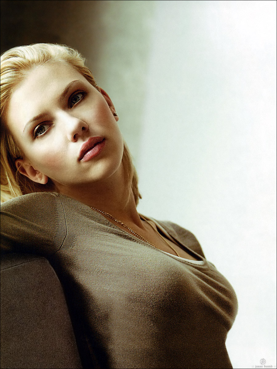 http://www.newsgab.com/attachments/celebrity-pictures/36260d1168614351-scarlett-johansson-gray-shirt-studio-magazine-02940_studio_magazine_2_123_348lo.jpg
